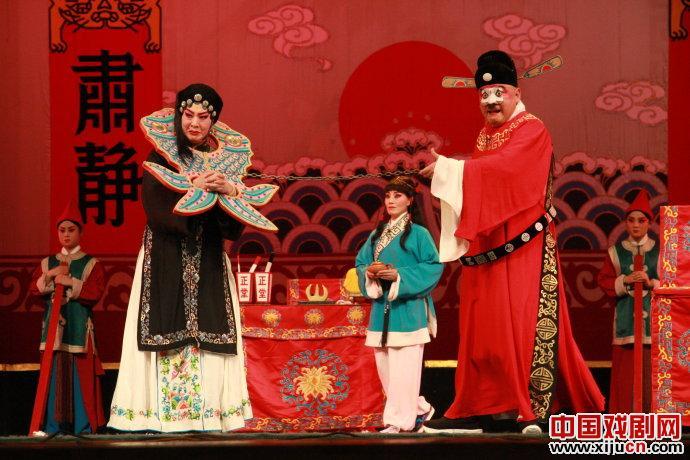 之后由北京电影制片厂拍摄成戏曲艺术影片,改名为《七品芝麻官》.