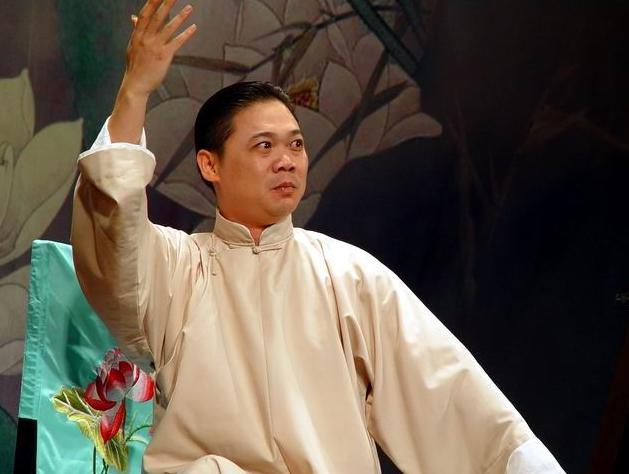牛津英�y�fy�d_评弹  拜师仪式由著名评话演员王池良主持,常熟市文化局副局长邓珁